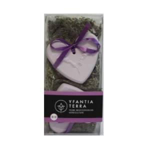 Αποξηραμένα άνθη λεβάντας με δύο μοβ καρδιές από γύψο Yfantia Terra